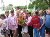 Учасниці тренінгу отримали завдання - підготувати та провести для дівчат з Абрикосівки ігри, майстерні, святкування. І ось дівчатка вже зібрались!